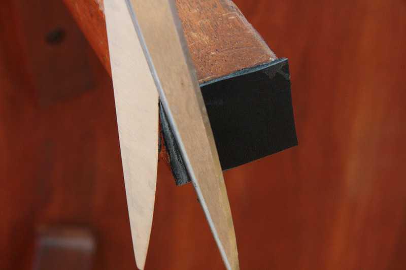 Как защитить пол от царапин. Делаем кожаные накладки на ножки мебели