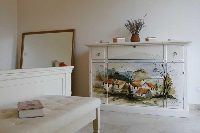 Как обновить старую мебель с помощью ярких красок